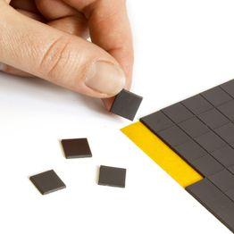 Takkis 10 x 10 mm plaquitas magnéticas adhesivas, 160 plaquitas por hoja