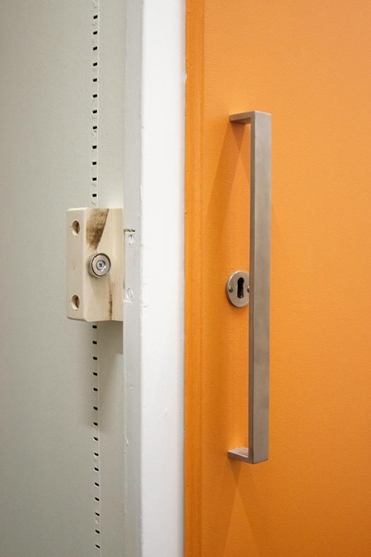 Aplicaciones magn ticas cerrar puerta de armario con - Imanes para puertas ...