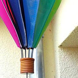 Colgar móviles de viento y farolillos con ganchos magnéticos